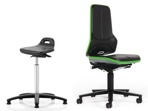 Labor-Bereich Stühle und Hocker
