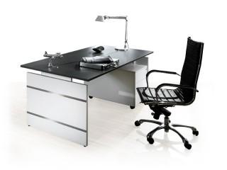 Schreibtisch mit Wangengestell und Rollcontainer Form 4