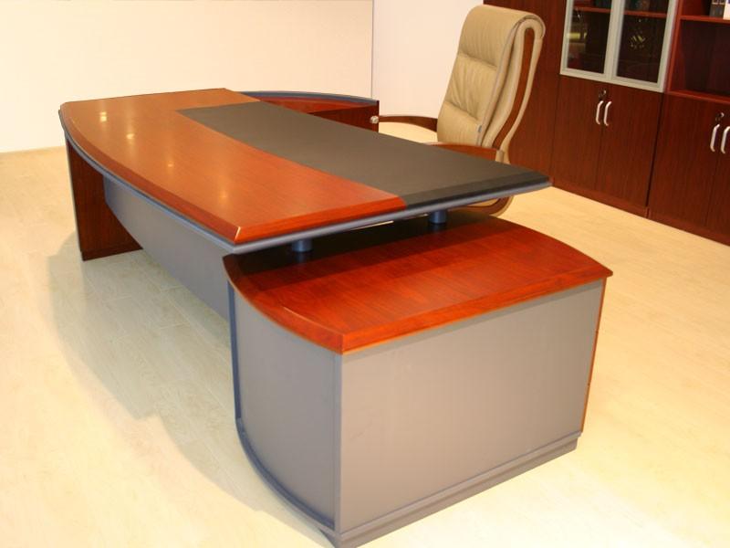 Schreibtisch massiv bei jourtym b rom bel for Schreibtisch chef