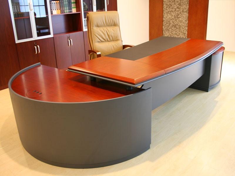 Schreibtisch massiv bei jourtym b rom bel for Schreibtisch abgerundet