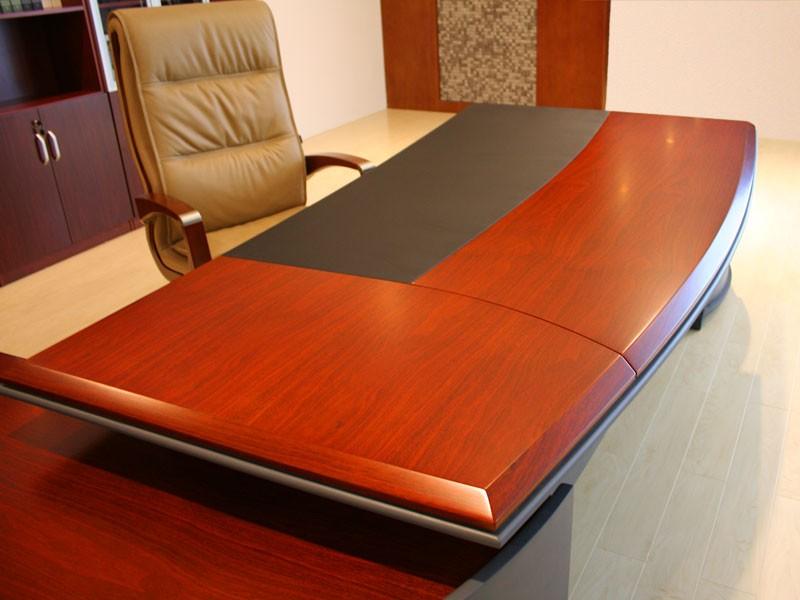 Schreibtisch massiv bei JourTym Büromöbel