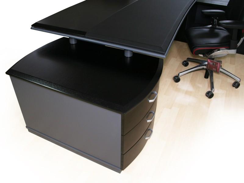 Schreibtisch schwarz bei JourTym Büromöbel
