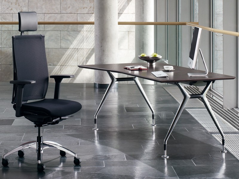 chefschreibtisch summa smts2018 freiform k nig neurath. Black Bedroom Furniture Sets. Home Design Ideas