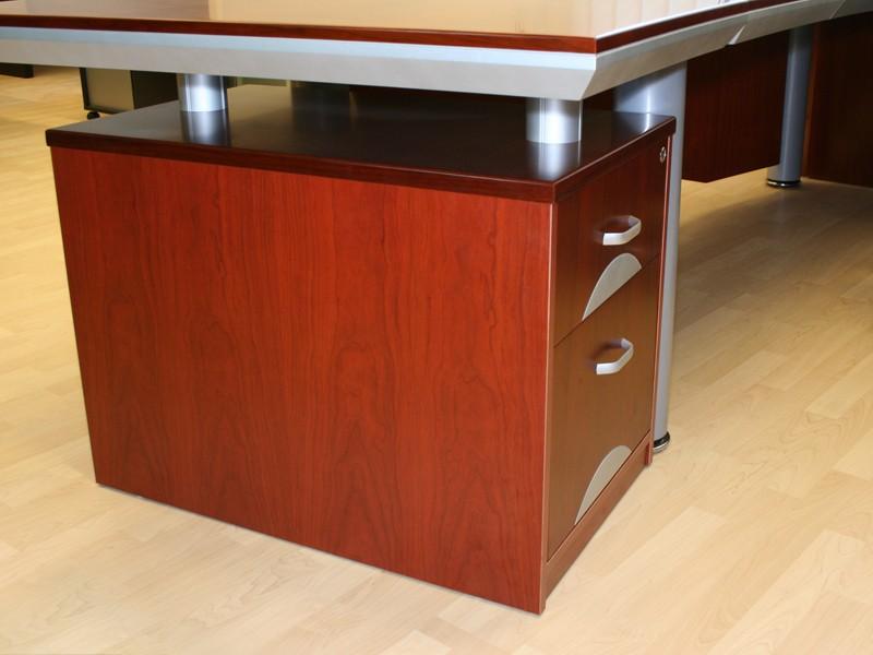Chef Schreibtisch Büro bei JourTym Büromöbel