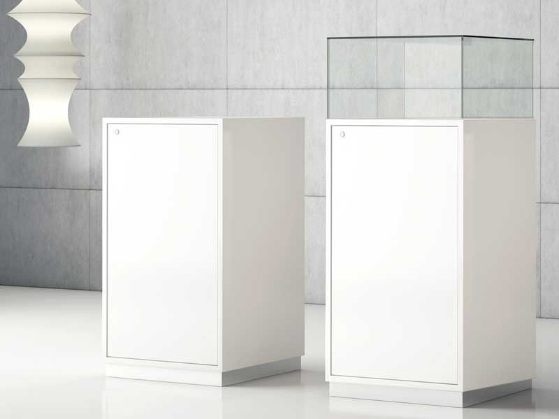 museumsvitrine mit haube jtq50 bei jourtym b rom bel. Black Bedroom Furniture Sets. Home Design Ideas